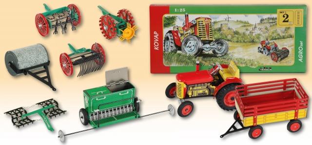 Kovap, traktor, Zetor, s valníkem, na klíček, traktůrek, plechový, kovový, retro, kovap plechové modely, retro hračky kovap, kovap traktor zetor s valníkem, s rychlostní skříní, ruční brzda, tři rychlosti vpřed, tradiční česká hračka, agro set